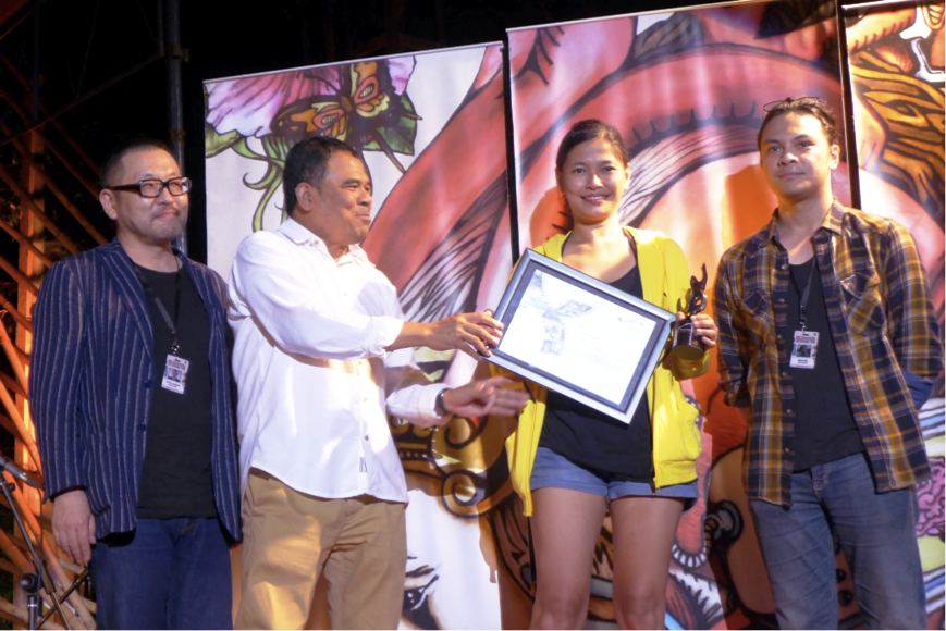 Remton Siega Zuasola receives the Silver Hanoman for his film Swap (Philippines, 2015). Swap was shot in one take, a technique which Remton also applied with great skill to his debut feature film The Dream of Eleutria (2010)